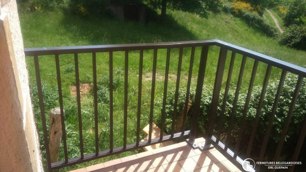 Garde-fou sécurisant pour balconnet