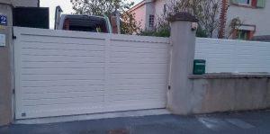 portail et clôture blanc encastrement boîte à lettre