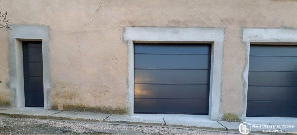 Porte d'entrée et garage sectionnelle assortis