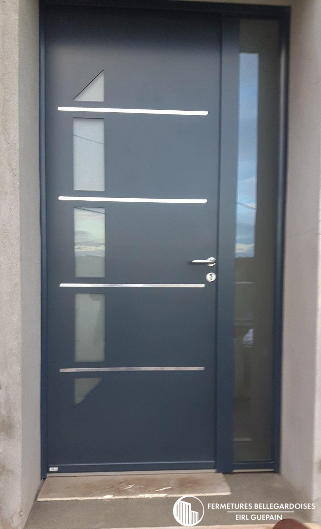 Porte d'entrée moderne avec motifs et vitrages