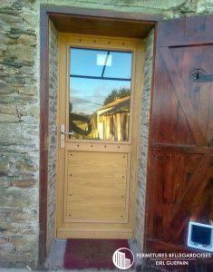 Porte en bois traditionnelle rénovation maison